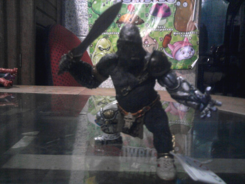 schleich guerrero gorila importado 12 cms. aprox.