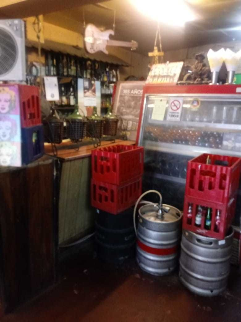 schoperia, bar, cantina, fuente de soda con terraza incluida