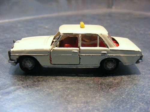 schuco - mercedes 200 taxi  m.i. germany