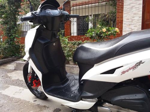 scooter deportiva blanco marca sym 150cc  remato 4000 soles
