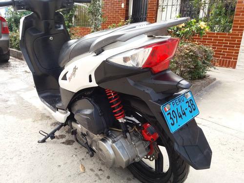 scooter deportiva blanco marca sym 150cc  remato 5000 soles