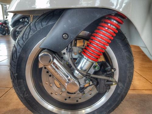 scooter vespa gts