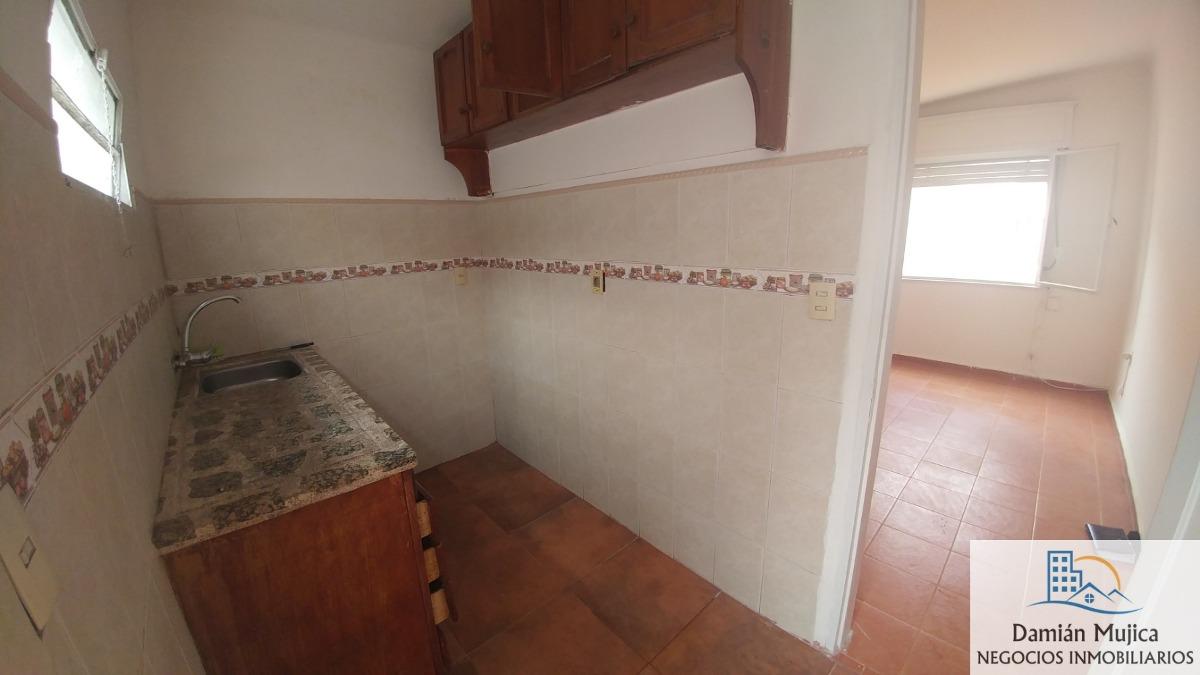se alquila apartamento, av. italia casi comercio (buceo)
