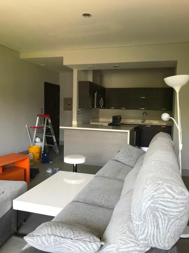 se alquila apartamento semiamueblado en zona 10