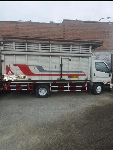 se alquila camión hyundai  con parrilla
