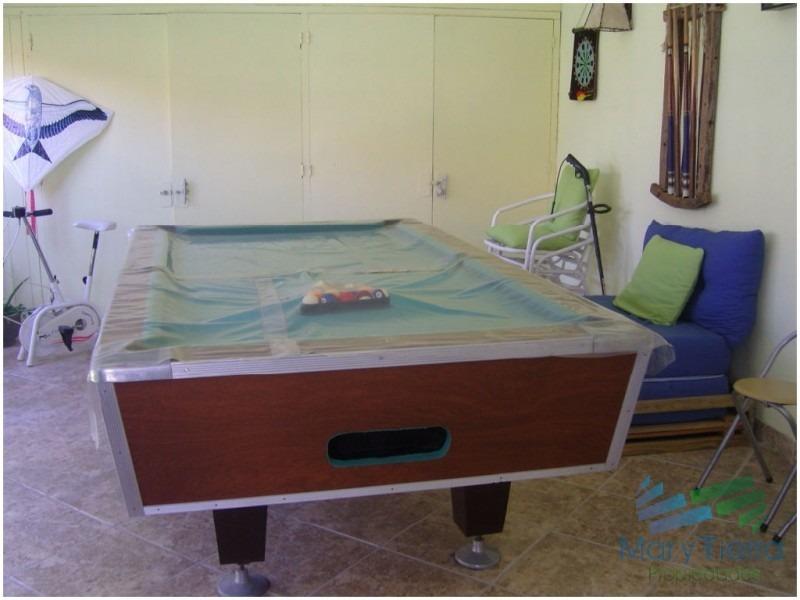 se alquila casa de 3 dormitorios con piscina en pinares, punta del este.-ref:1661