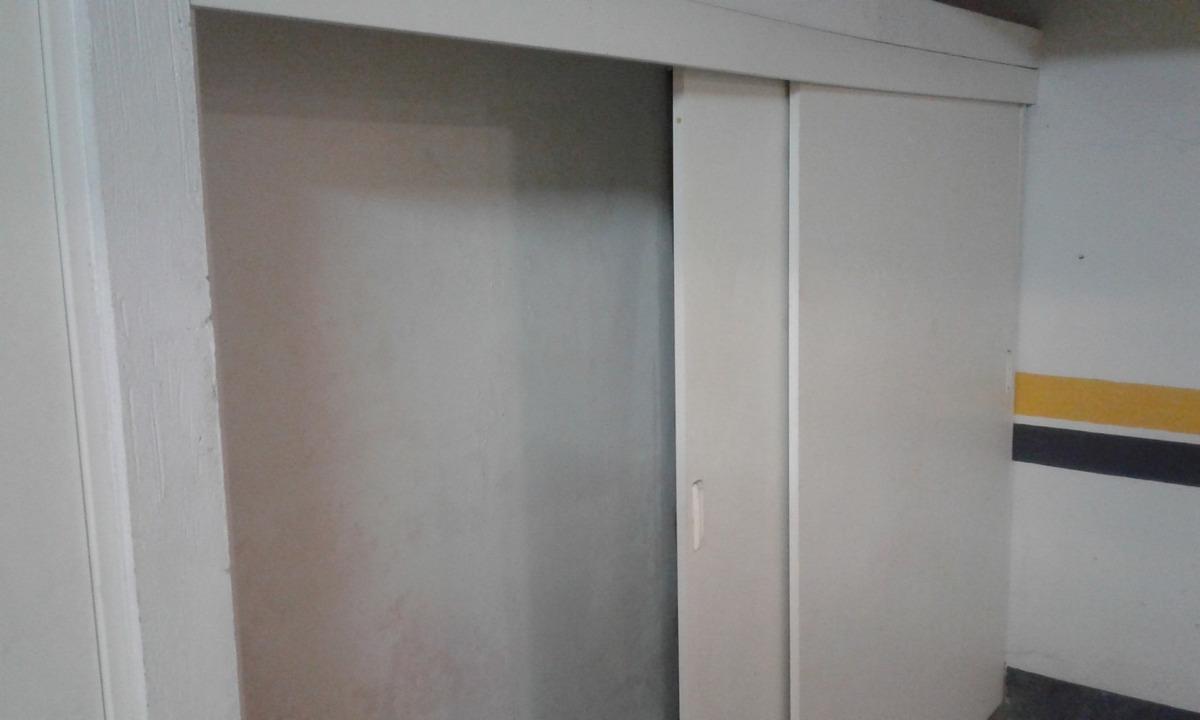 se alquila cochera subterránea techada con closet