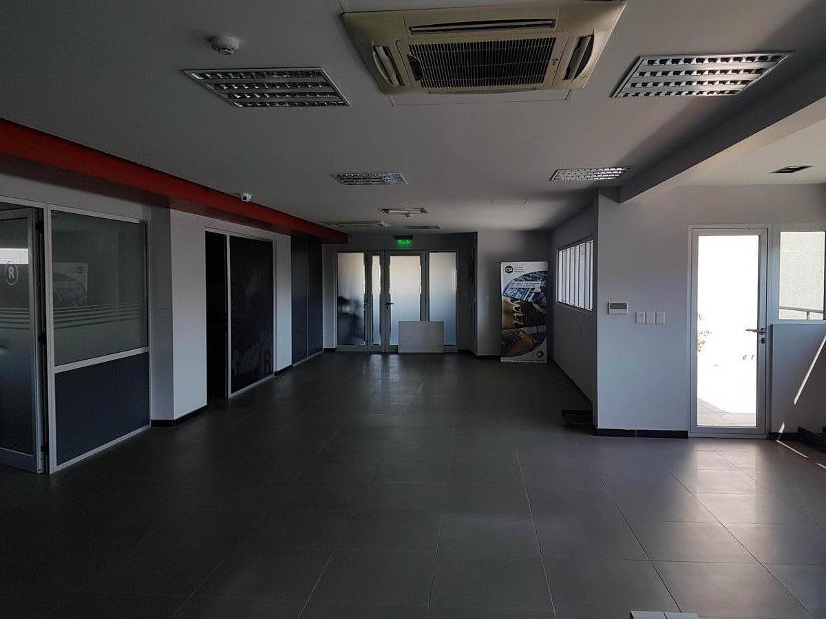 se alquila espectacular oficina 250 m2. av. la voz del interior