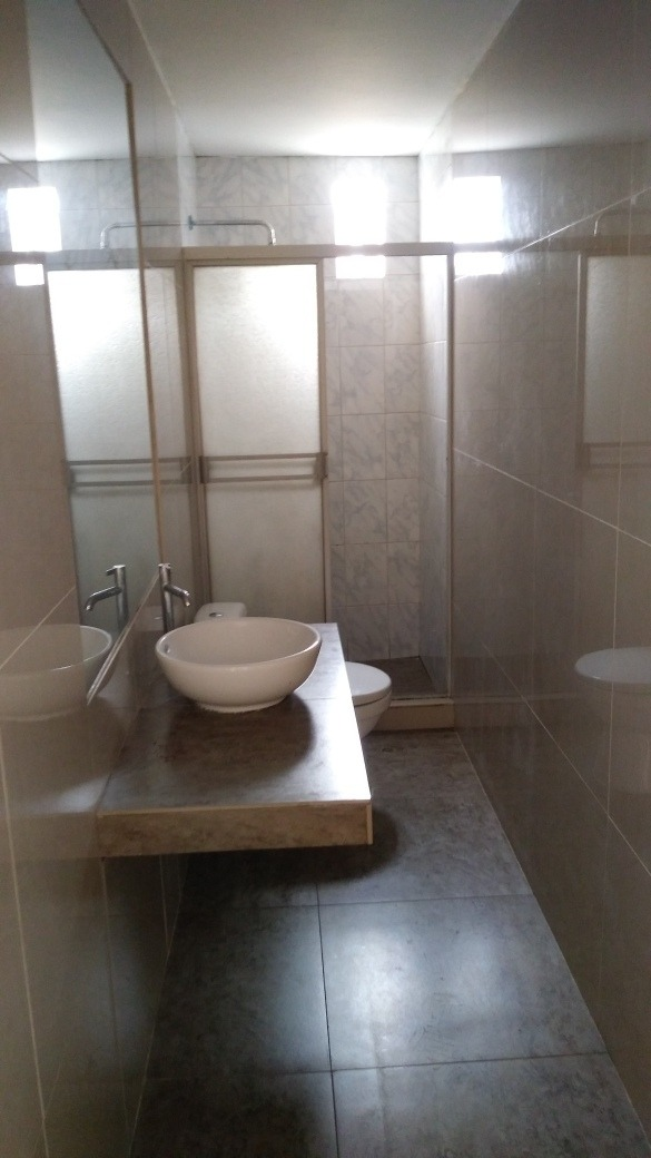 se alquila habitaciones con baño propio