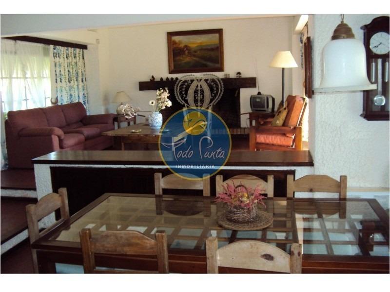 se alquila hermosa casa en zona de prestigio, alquiler en punta del este, barrio beverly hills- ref: 4376