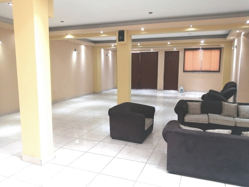 se alquila local en primer piso 180 m2, ideal para eventos