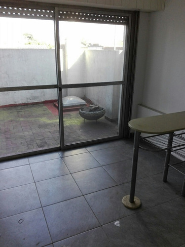 se alquila,para oficina .75 m2 cubiertos ,mas patio , florid
