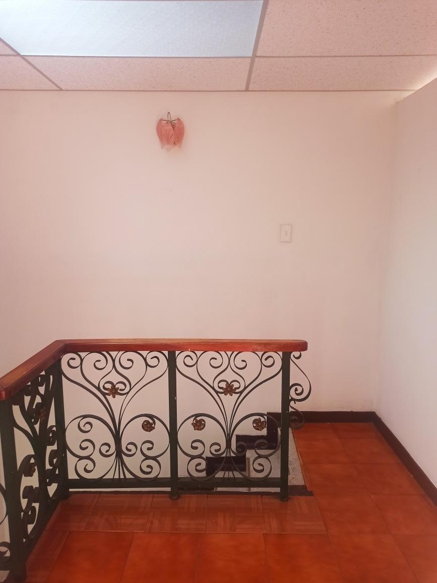 se arrienda 2 piso en el centenario excelente ubicación