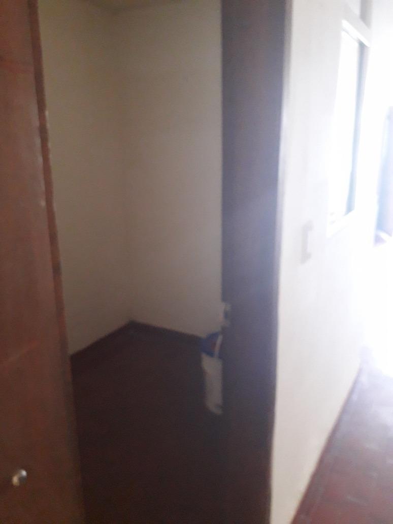 se arrienda apartamento, primer piso.