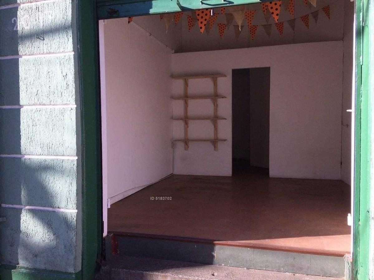 se arrienda local comercial en calle independencia valparaiso, pequeña bodega 1 baño $ 590.000
