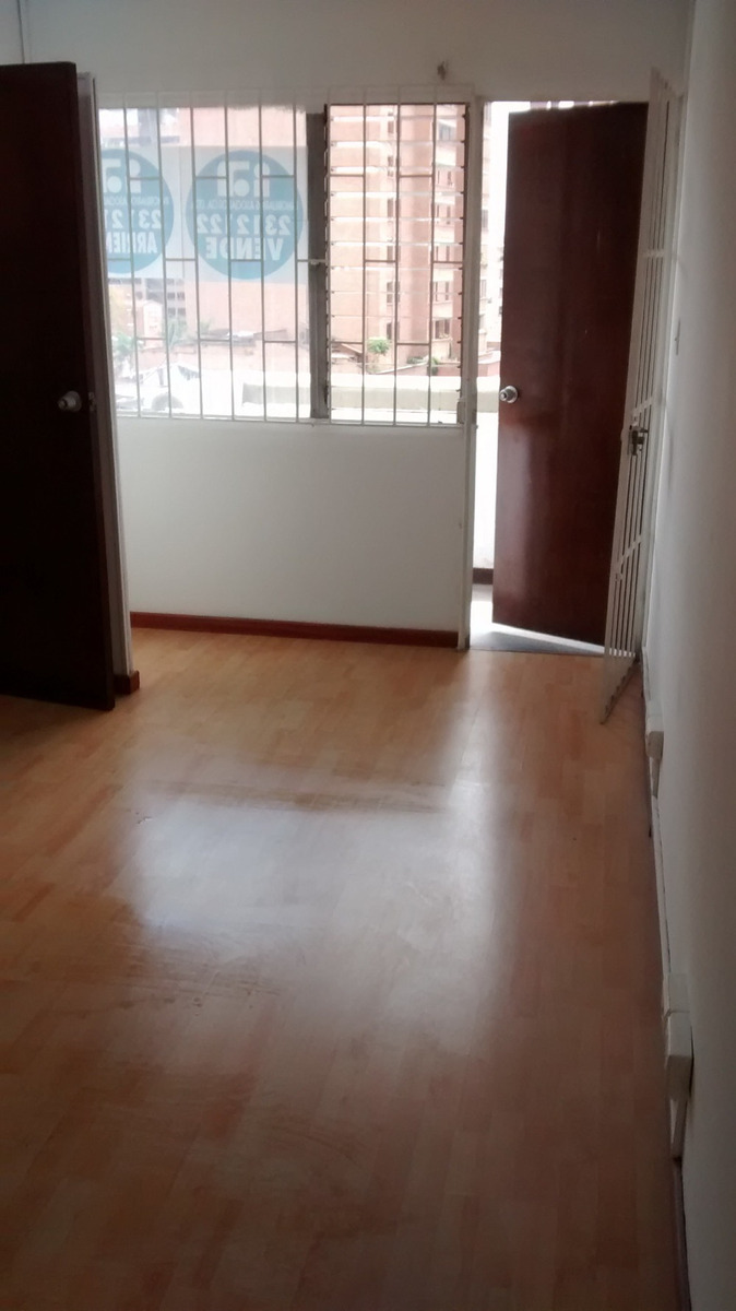 se arrienda oficina centro medellín bñ priv / balcón/ cctv
