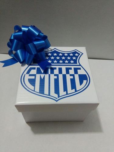 se elaboran cajas para  regalos en varios tamaños