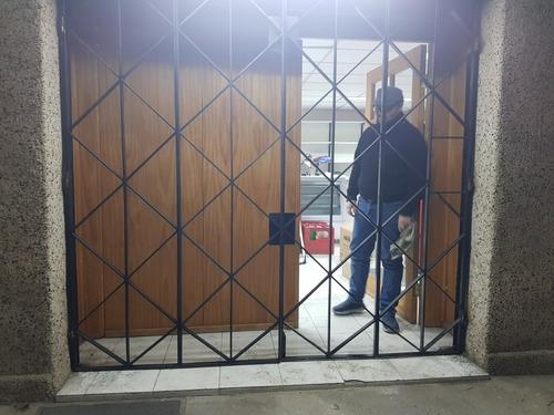 se fabrican protección, reja, portón y estructuras metálicas