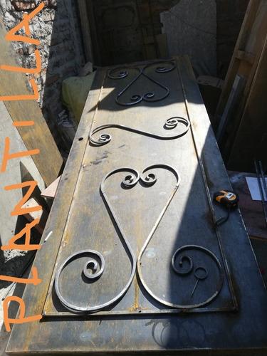 se hacen puertas metálicas a medida