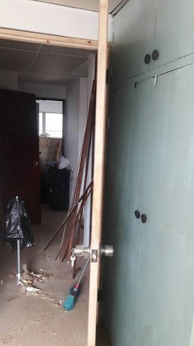 se instalan puertas y cerraduras