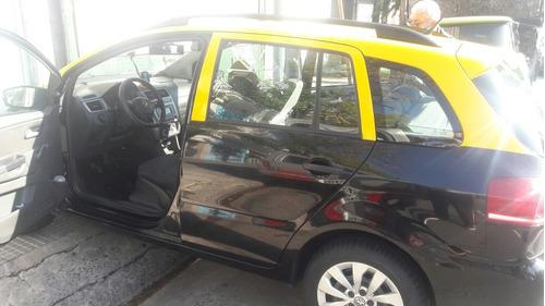 se ofrece taxi para traslado de personas u objetos