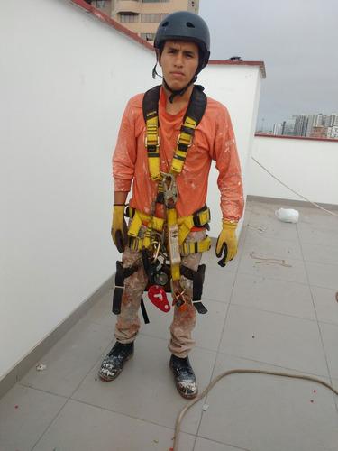 se realizan trabajos¿ verticales , operario volador
