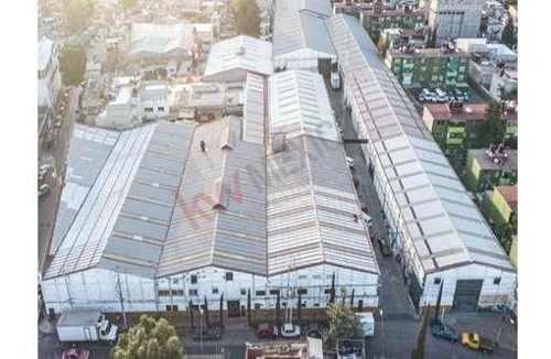 se renta bodega en iztacalco con buena ubicación en la zona. cuenta con 1,143 m2, 6 a 8.6 metros de altura, estacionamiento, servicios básicos y uso de suelo industrial