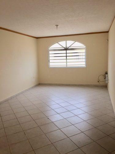 se renta casa de 3 recámaras y garage cerrado.