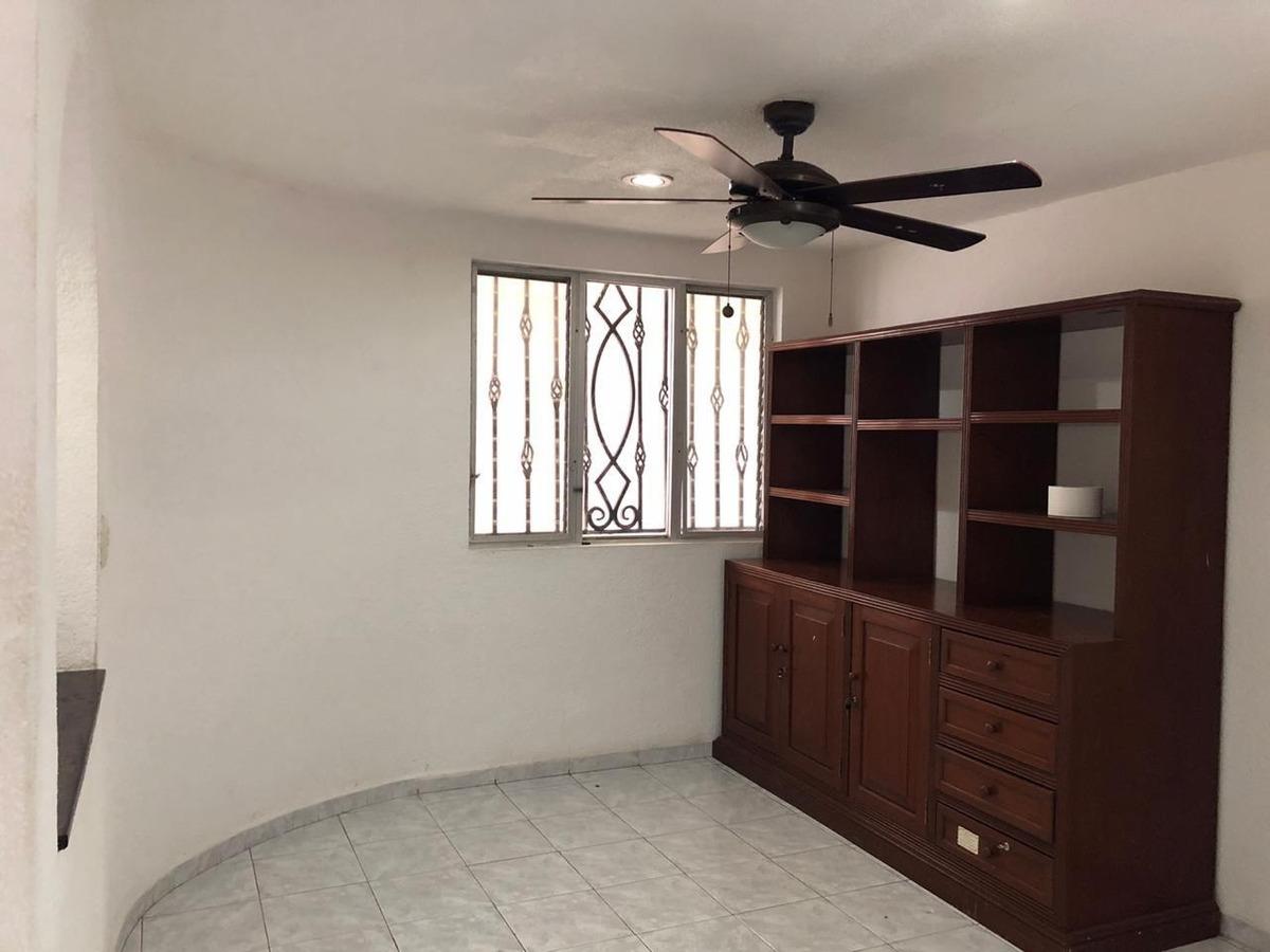 se renta casa de 5 recámaras en zona residencial cerca avenida bonampak en cancún