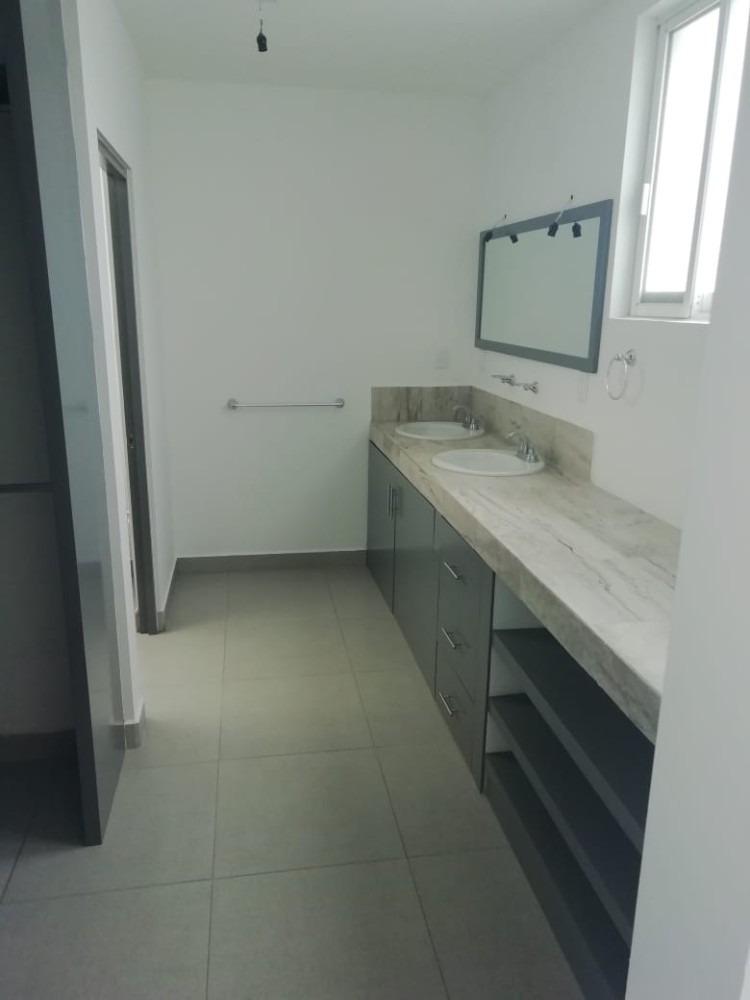se renta casa en residencial sierra nogal