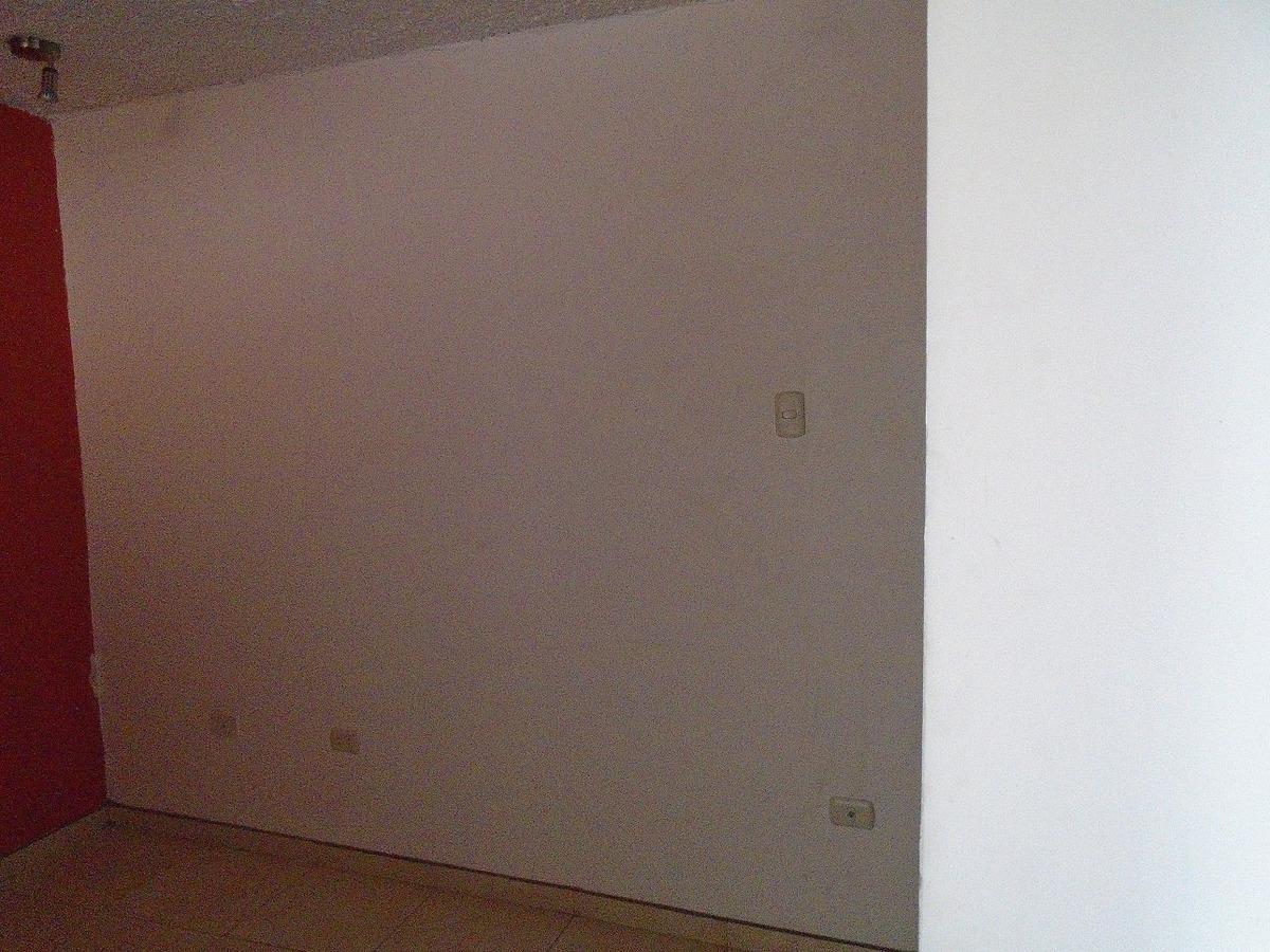 se renta departamento de 3 pisos. finos acabados