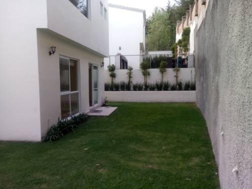 se renta excelente casa con espacios muy amplios y muy iluminada en bosque esmeralda.