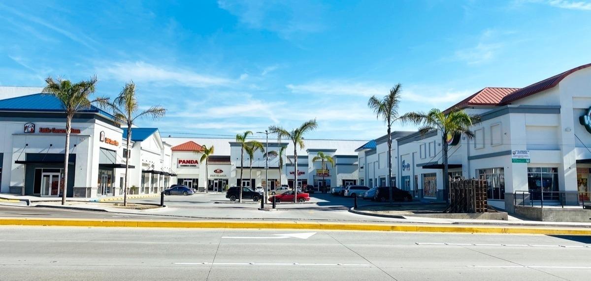 se renta local #13 , plaza aeropuerto, colonia aeropuerto