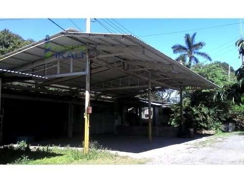 se rentan 4 casas con nave industrial cobos tuxpan veracruz,  ubicada en la carretera a cobos km. colonia la victoria, una casa amueblada 17 m. x 22 m. de construcción, con techo de lámina de asbesto