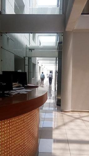 se rentan amplias oficinas bien ubicadas en el centro de qro.