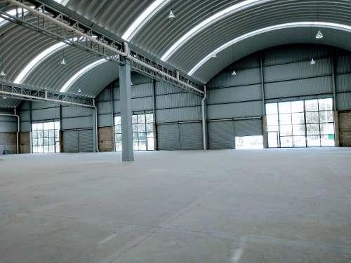 se rentan naves industriales nuevas desde  900 a 1300 m2