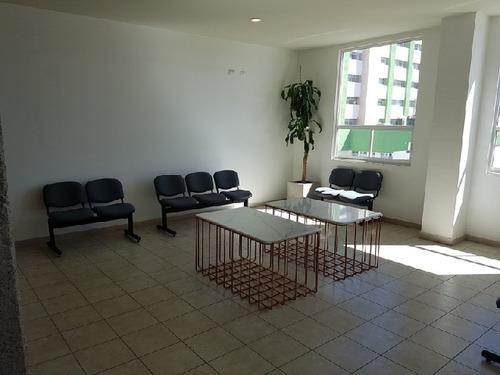 se rentan oficinas en edificio 450