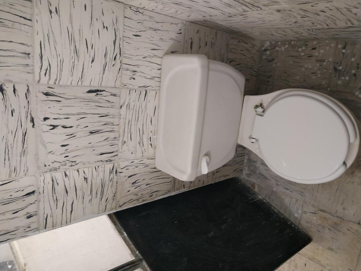 se rentan pequeño departamento de 2 cuartos y baño