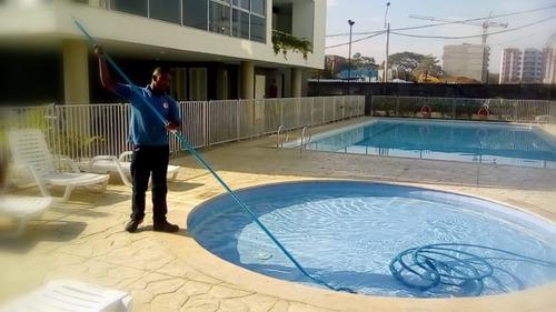 se solicita piscinero
