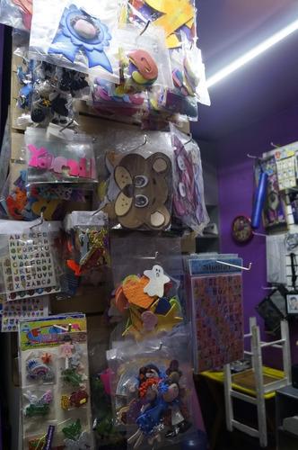 se traspasa papeleria, con arreglo de regalos y disflaces