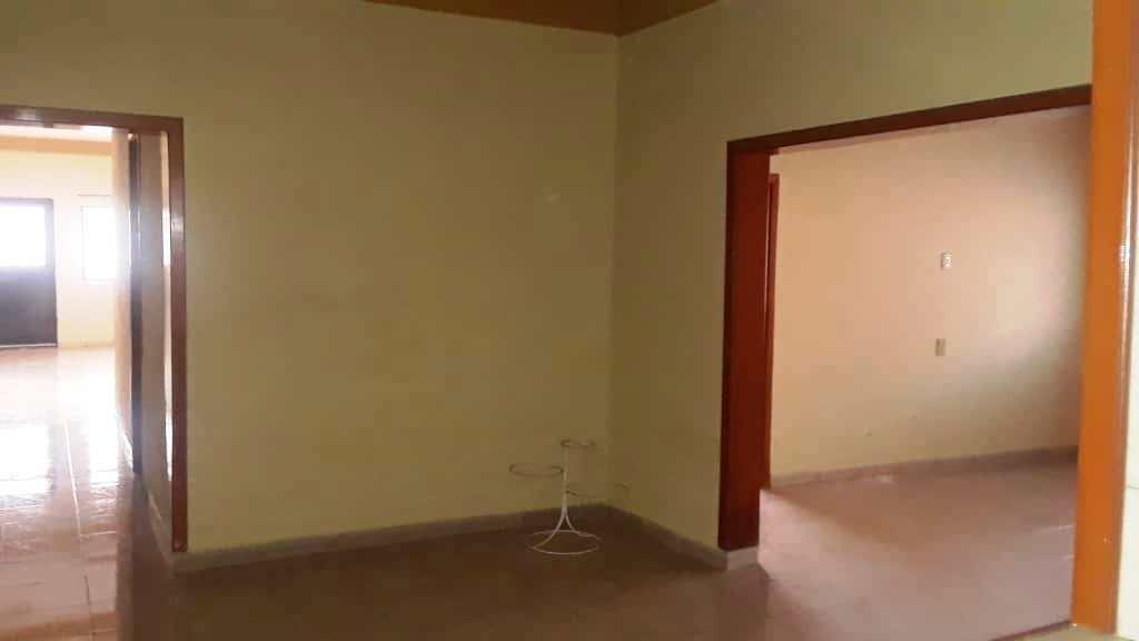 se vende acogedora casa  de 7 hab, 3 baños, muy bien ubicada