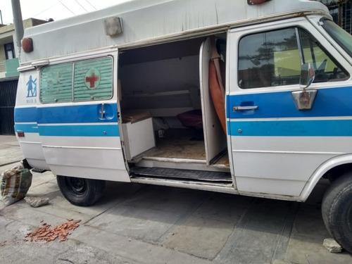 se vende ambulancia chevrolet con motor de 8 cilindros