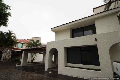 se vende amplia casa con alberca y vigilancia en acapantzingo clave cs