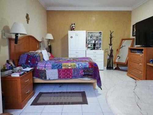 se vende amplia casa en av. simon bolivar