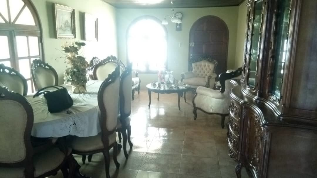 se vende amplia casa en san rafael  de ciudad bolivar