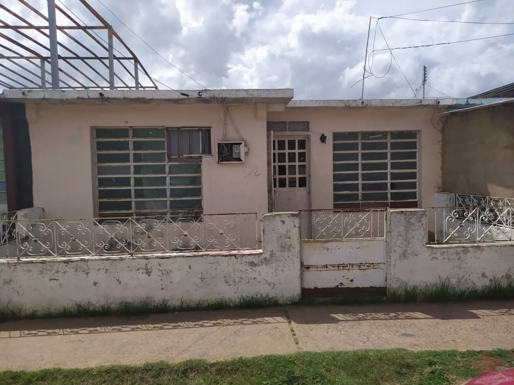 se vende amplia casa en villa colombia