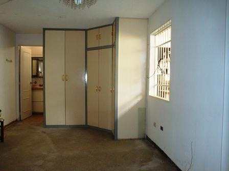 se vende amplia y linda casa en turmero 18-1210