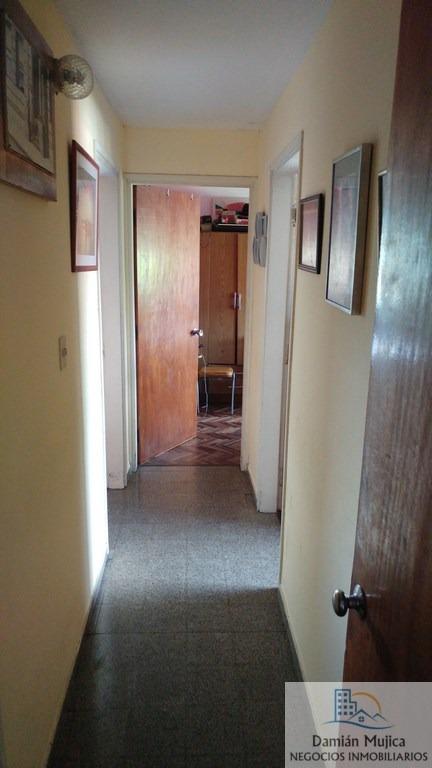 se vende apartamento , 3er piso, (buceo) santiago rivas