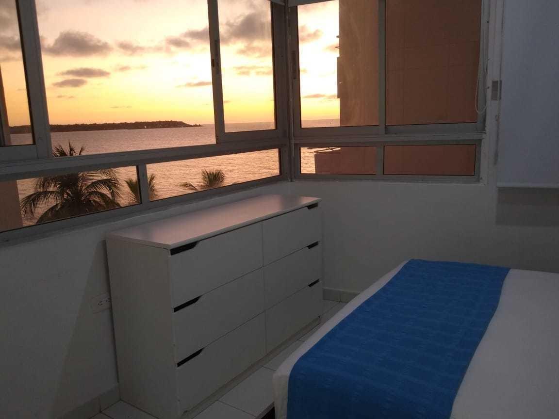 se vende apartamento en cartagena con vista al mar.
