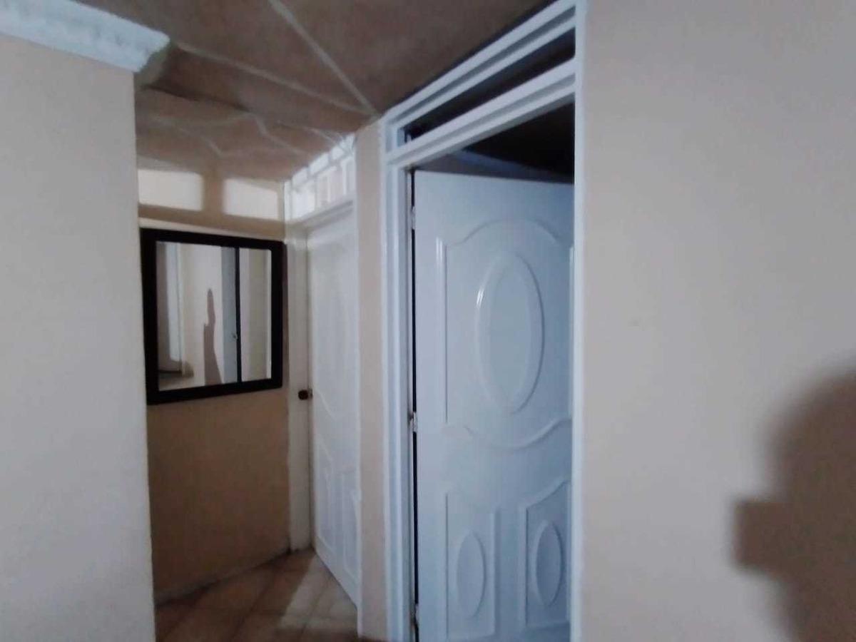 se vende apartamento en el barrio los alcázares primer piso
